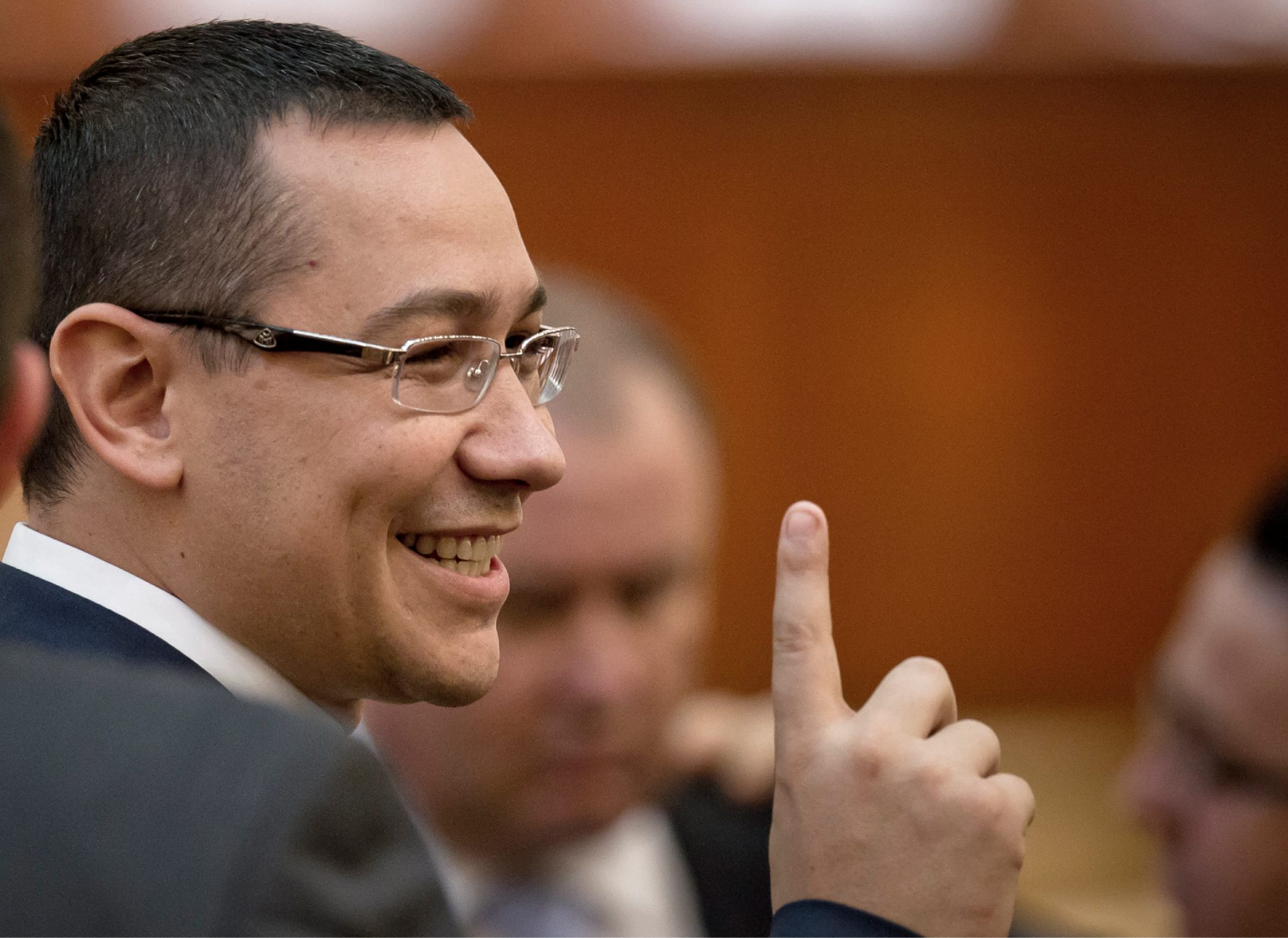 INTERCEPTĂRI. Omul lui Victor Ponta: Dacă scot banii ăștia Scwheighoferii ăștia, măcar 500.00 de euro, 200.000 de euro să pună, numai să pună ceva