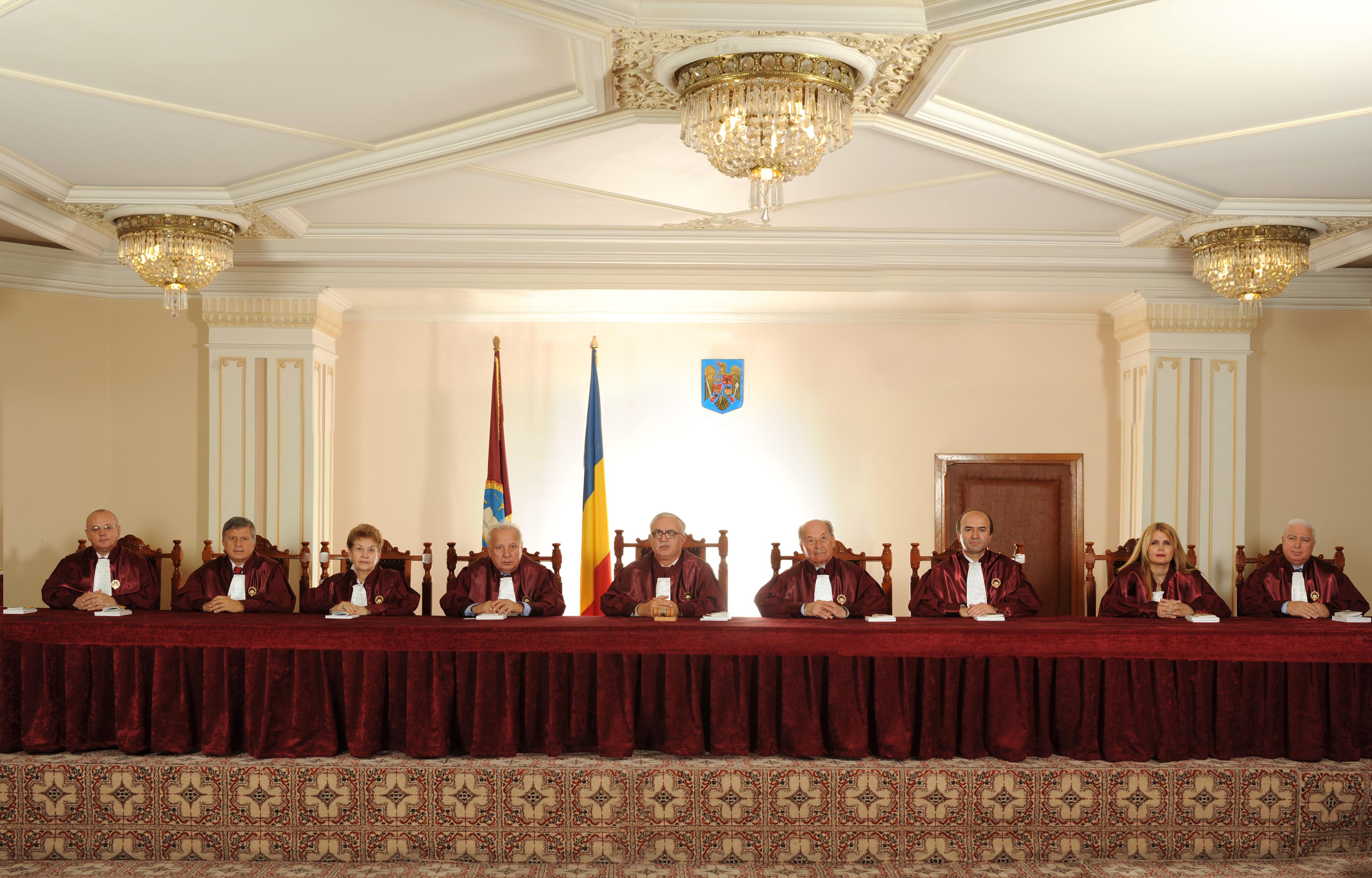 Curtea Constituţională discută miercuri sesizarea lui Băsescu privind Legea referendumului