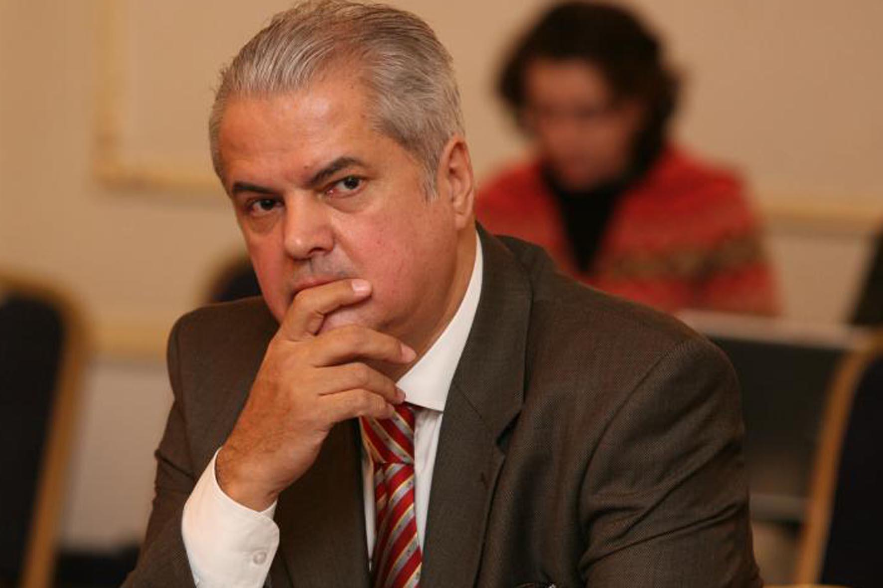 Adrian Năstase rămâne în Barou