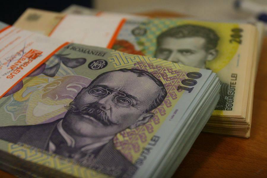 BCR a ieftinit creditele în lei cu până la un punct procentual
