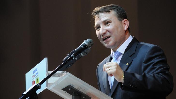 Iohannis: Este obligatoriu, în situaţia dată, ca Stavarache să se autosuspende din PNL