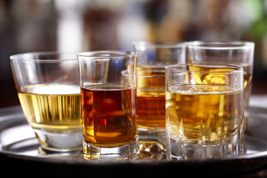 Guvernul majorează acciza impusă micilor distilerii de alcool etilic