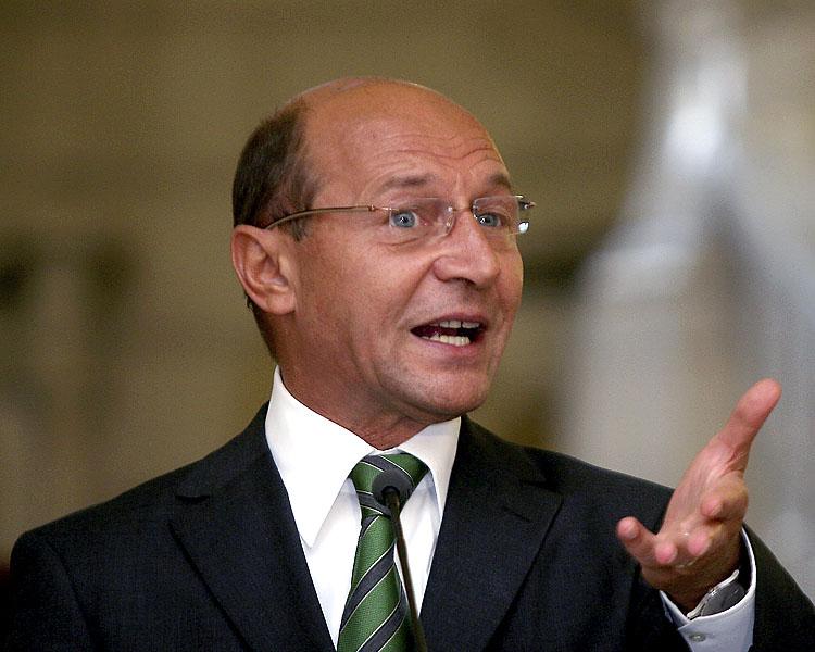 Băsescu îl atacă dur pe Iohannis: Mare decepție