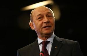 Traian Basescu a batut palma cu Robert Turcescu