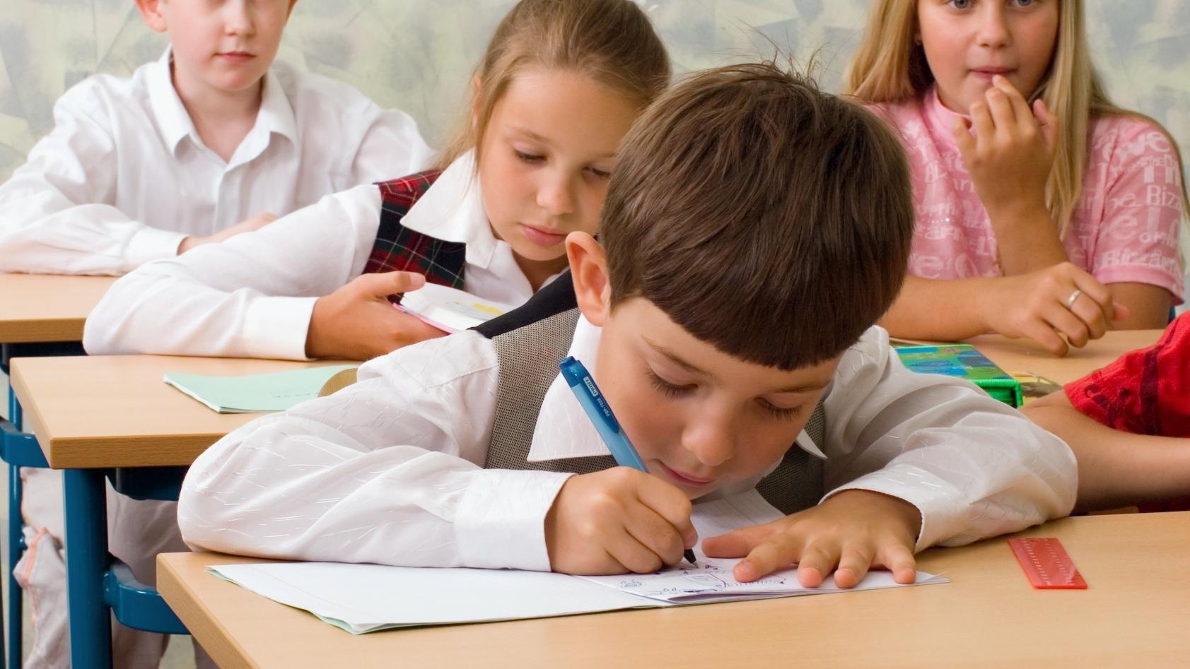 """Dascăl: """"Elevii care doresc să învețe merită profesori fericiți"""". Scrisoare către ministrul Educației"""
