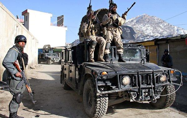 Trei militari români, răniţi în Afganistan