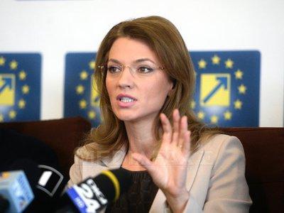 Reacția Alinei Gorghiu după anunțul lui Dacian Cioloș