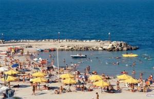 Turistii sunt hraniți pe litoral cu carne stricata