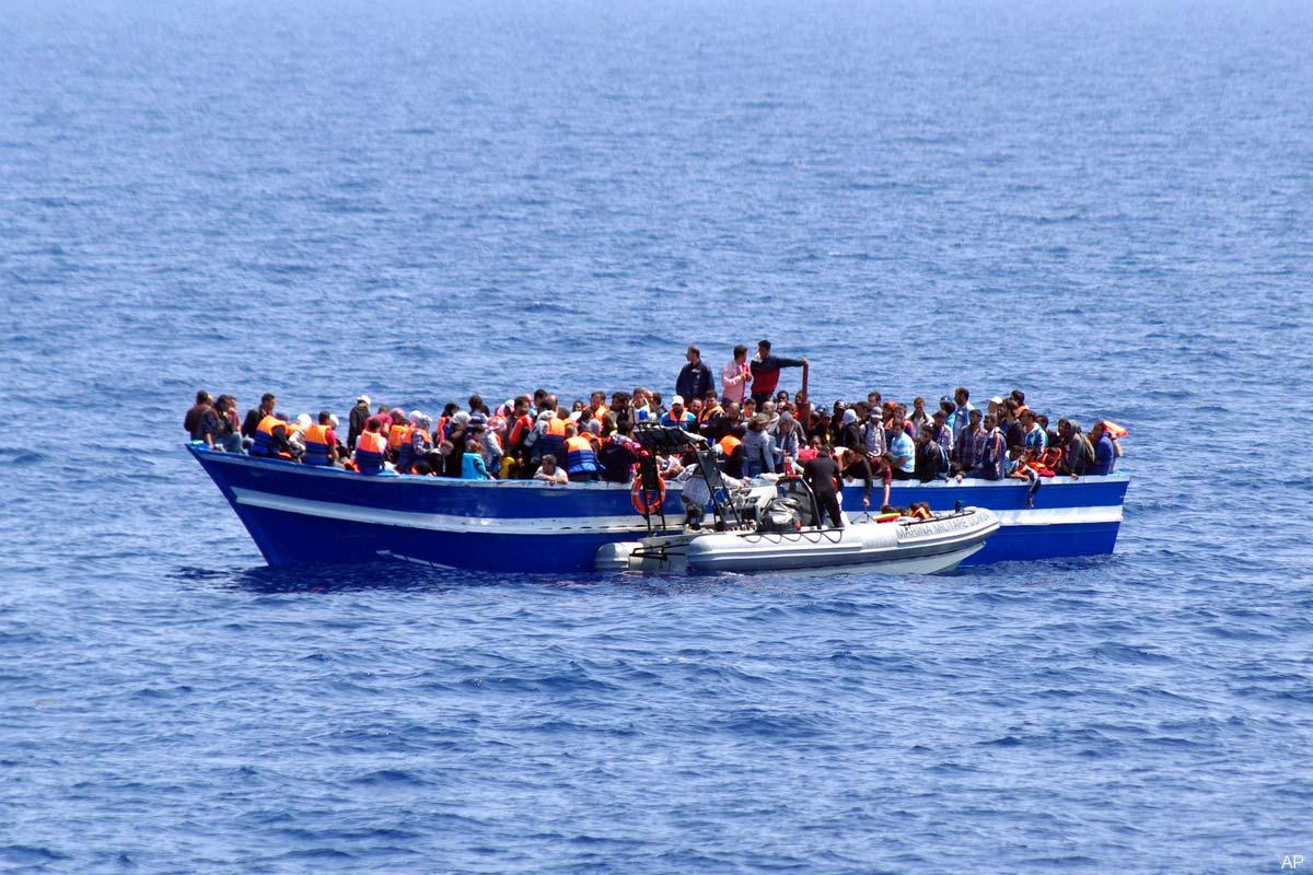 Sute de imigranți morți în largul Libiei, după scufundarea a două nave