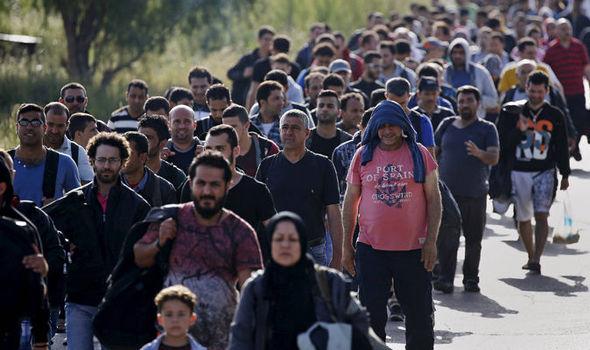 Atentate în Franța. În fluxul de refugiați nu se ascund teroriști