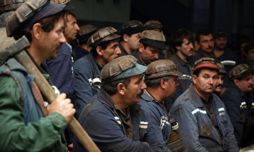 PROTEST LA EXPLOATAREA MINIERĂ LONEA. Sute de mineri s-au blocat în subteran