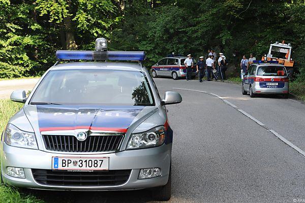 Alți doi români au fost reținuți pentru trafic de persoane