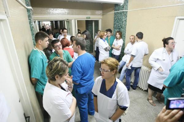 UPDATE: Protest spontan la Spitalul de Pneumologie Iaşi şi la Institutul Marius Nasta din Capitală