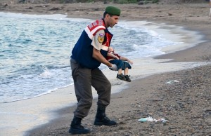 DRAMA IMIGRANȚILOR Un baiețel sirian a sfarsit tragic in drumul catre un trai in siguranța