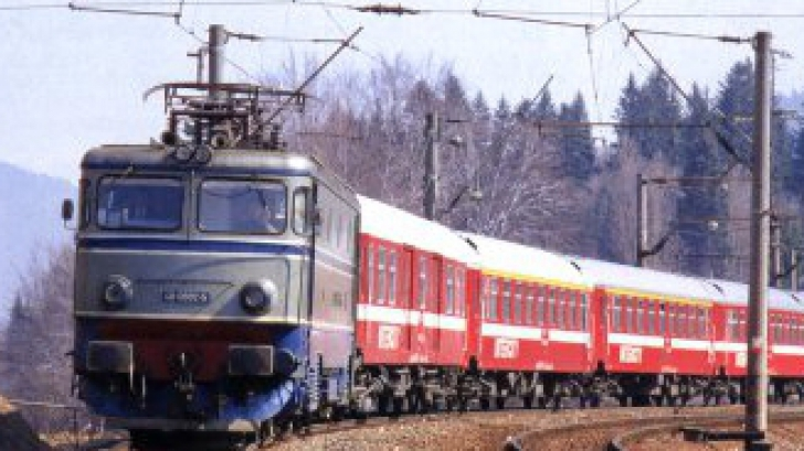 Suceava: O femeie cu fiul ei în braţe s-a aruncat în faţa unui tren