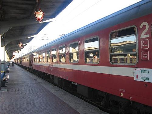 Trenul Bucureşti-Constanţa, oprit din cauza unui călător iresponsabil