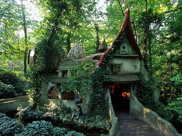 8 case desprinse din poveşti