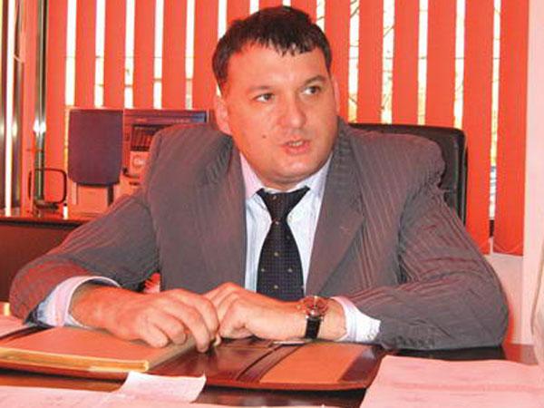 Preşedintele PNL Constanţa, Gheorghe Dragomir, îl susţine la prefectură pe omul lui Mazăre de la fisc