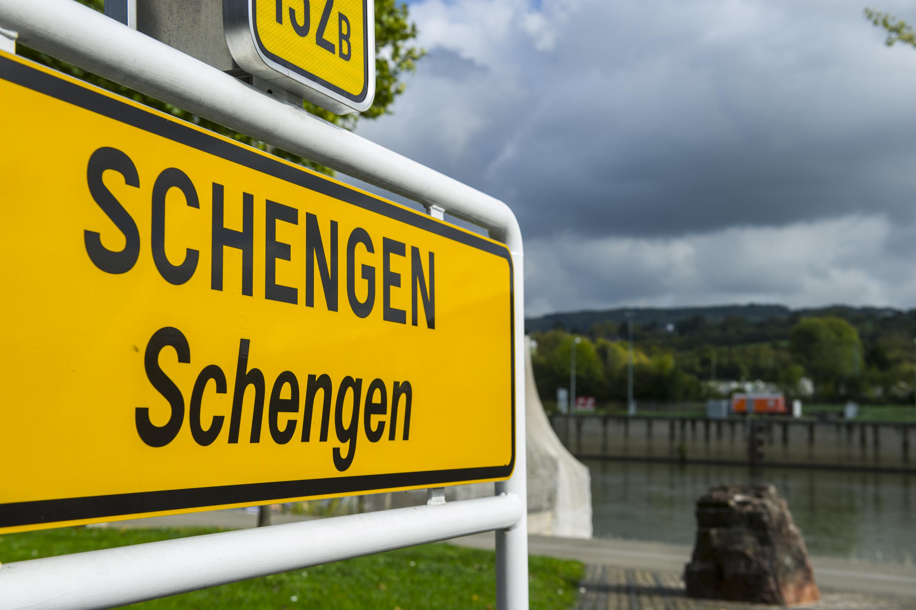 Austria amenință Grecia cu excluderea din spațiul Schengen