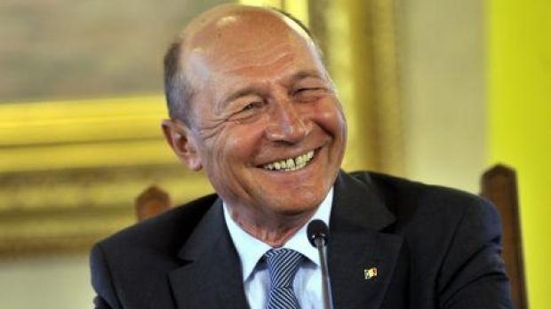 Traian Băsescu - 2018 Regular Brown hair & edgy hair style. Current length:  short hair
