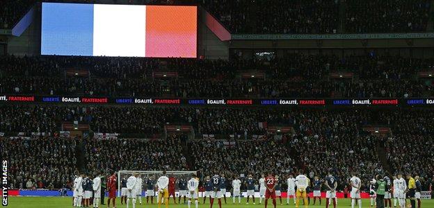 Anglia-Franţa 2-0, într-un meci în memoria victimelor atentatelor de la Paris