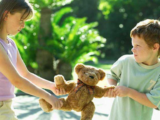 Cum îi predai generozitatea copilului tău