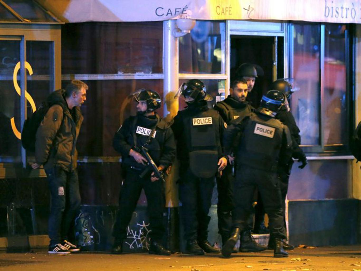 Atentate la Paris: 23 de rețineri și 104 persoane plasate în arest la domiciliu