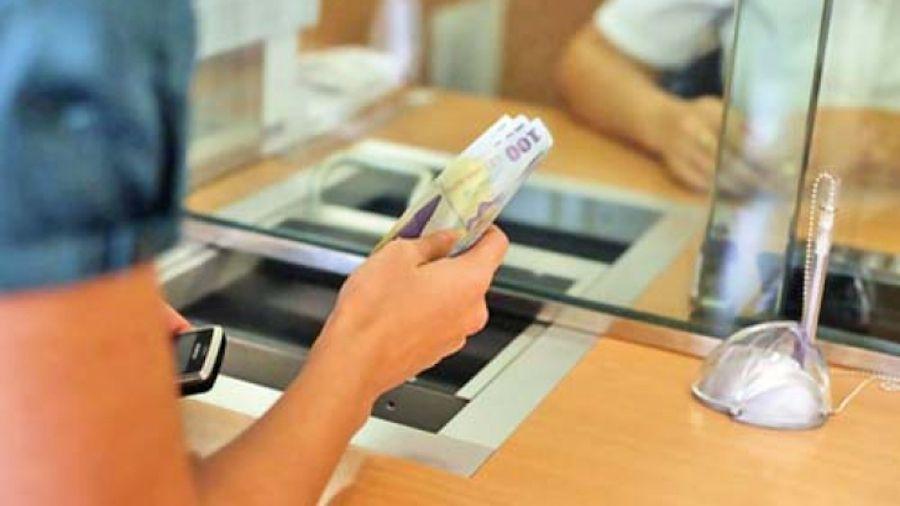 PANICĂ ȘI ÎN ROMÂNIA. Sediul unei bănci din Lugoj, evacuat