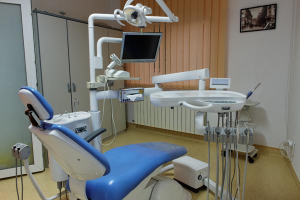Românii sunt tot mai interesaţi de calitatea serviciilor de stomatologie