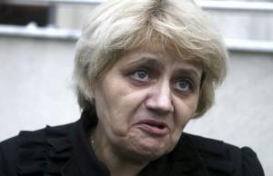 Senatoarea Anghel l-a blestemat pe Boc «Jigodie penala Sa nu ai linişte şi pace nici pe pamant nici in cer»