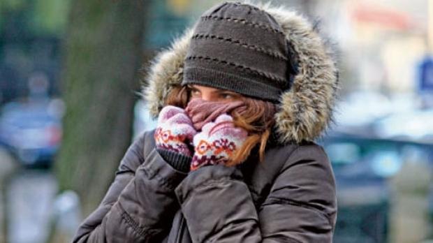 Recomandările medicilor: Nu staţi mult în ger, cardiacii şi cei cu suferinţe respiratorii să evite deplasările