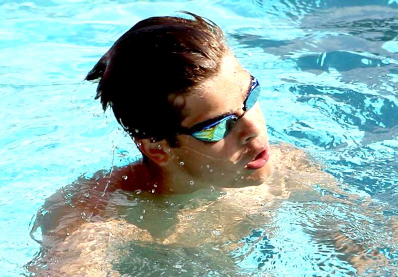 Record mondial la înot! Robert Glinţă - cel mai bun timp mondial de juniori la 100 m spate