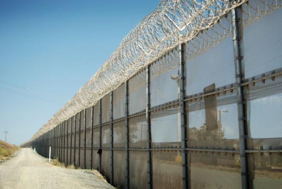 Nu se construieşte gard între Ungaria şi România, momentan