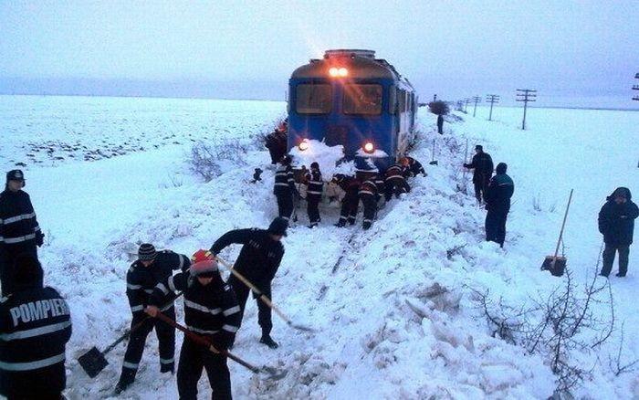 11 trenuri anulate din cauza ninsorii