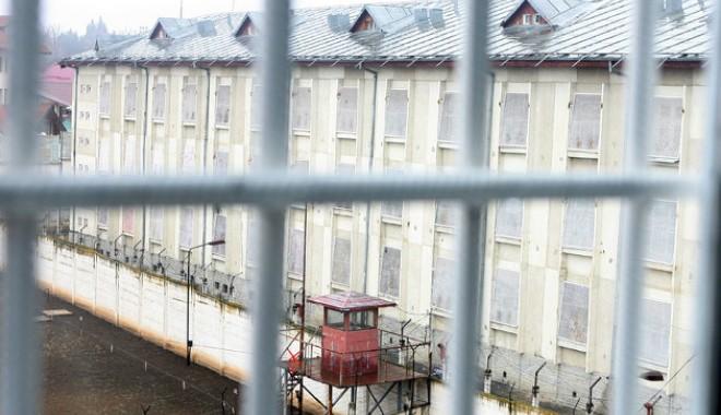 Doi deținuți au sechestrat o angajată de la Poarta Albă