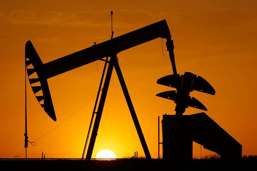 Preţul petrolului aduce noi scumpiri la pompă