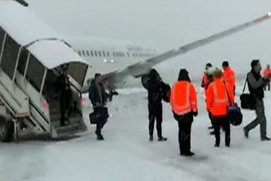 INCIDENTUL aviatic de la Cluj: Condiţiile meteorologice, factor favorizant pentru ieşirea de pe pistă a avionului Blue Air