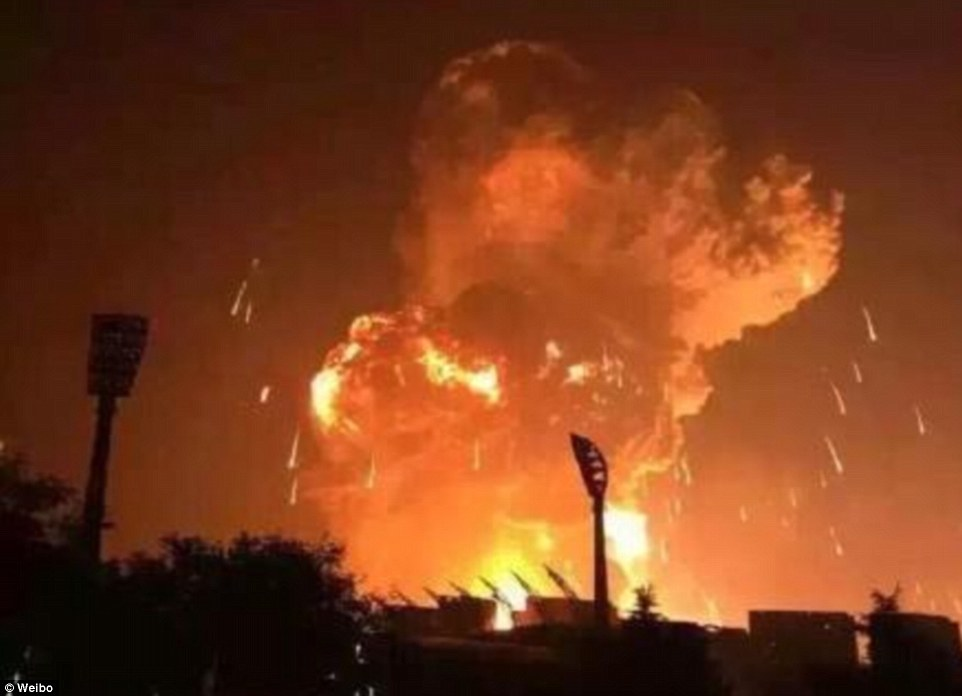 Un camion cu butelii a explodat la Mihăileşti