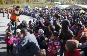 ALERTA Un nou val de refugiati forteaza portile Europei