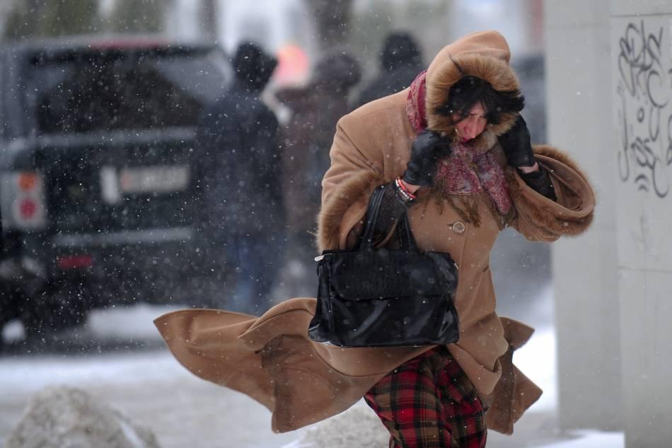 ANM: Ninsori, precipitații mixte și rafale de vânt