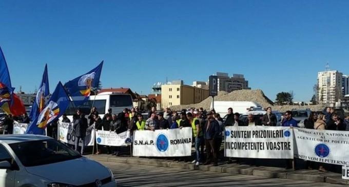 Zeci de poliţişti au protestat în semn de solidaritate cu Marian Godină