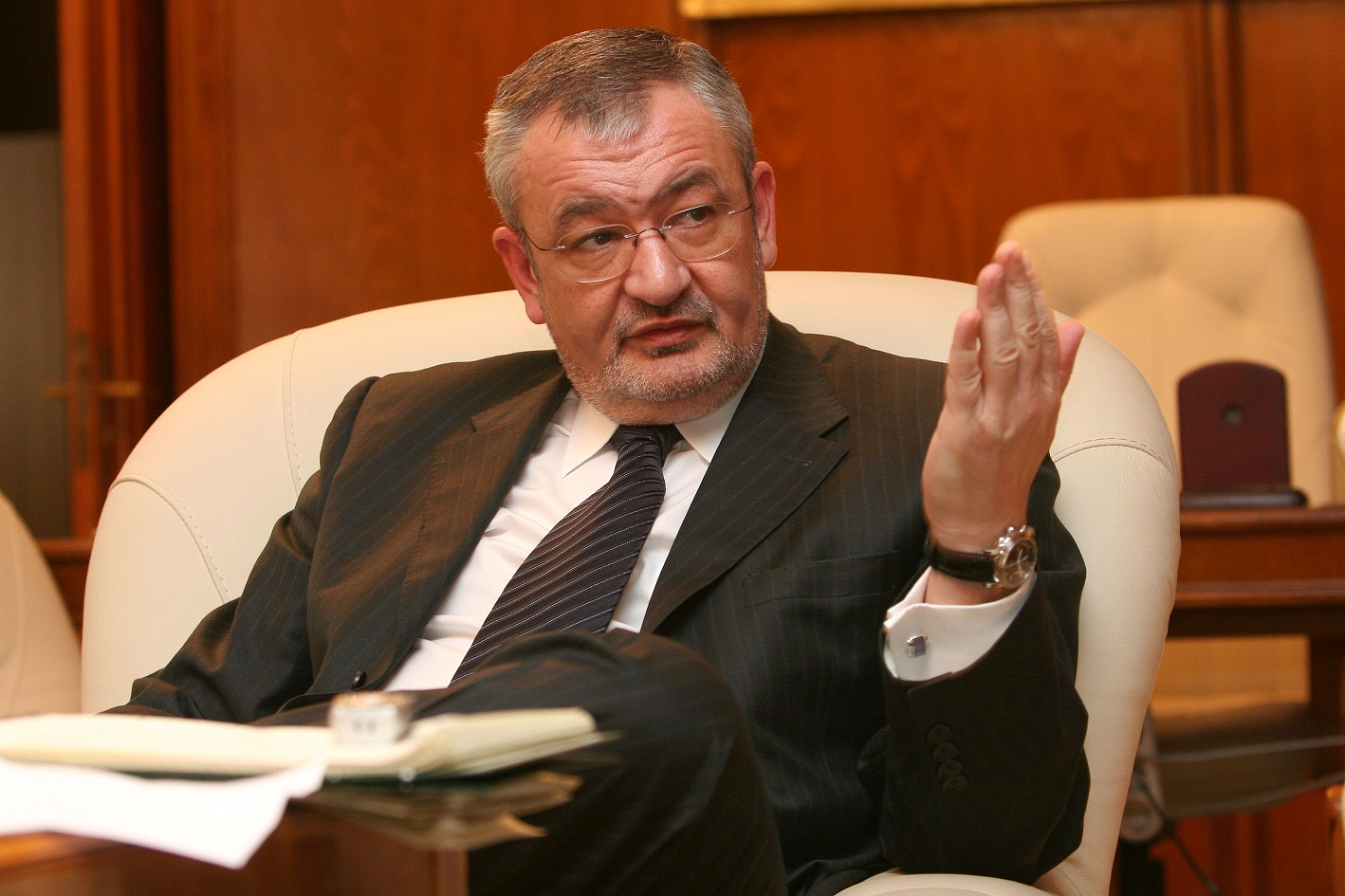 Fost ministru de Finanţe, urmărit penal pentru luare de mită la CFR
