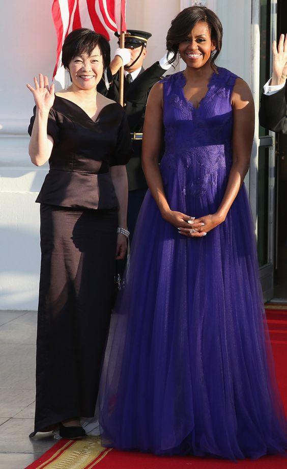Michelle Obama într-o rochie Tadashi Shoji, în compania soției Primului Ministru japonez, Akie Abe.