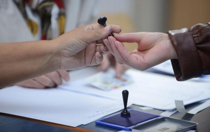Barometru Europa FM: PNL, mai bine situat în sondaje decât PSD. Klaus Iohannis, în creştere
