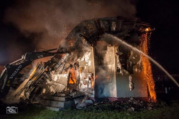 VIDEO. O biserică de lemn dintr-o comună suceveană a ars în totalitate