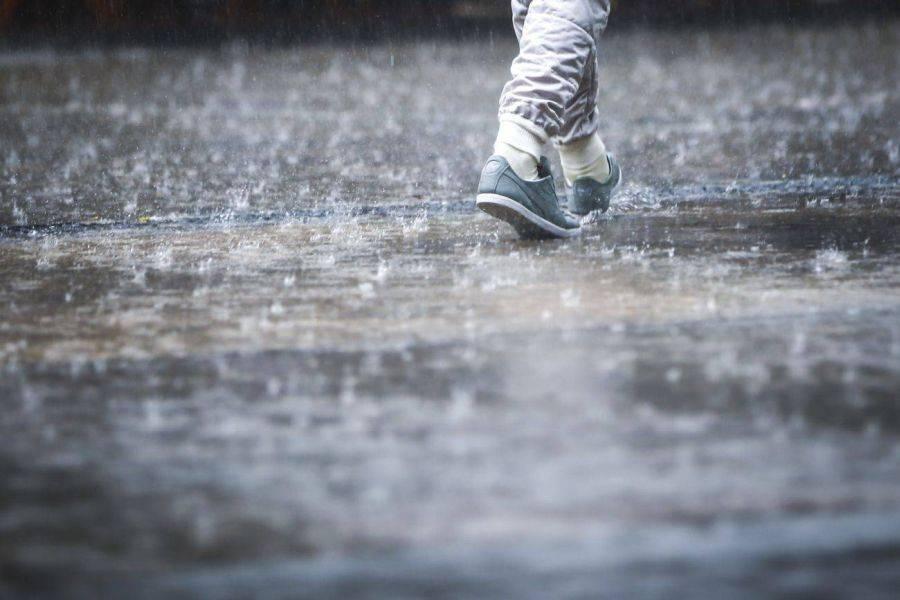 ANM: Ploi torenţiale şi instabilitate atmosferică în întreaga ţară până duminică seara