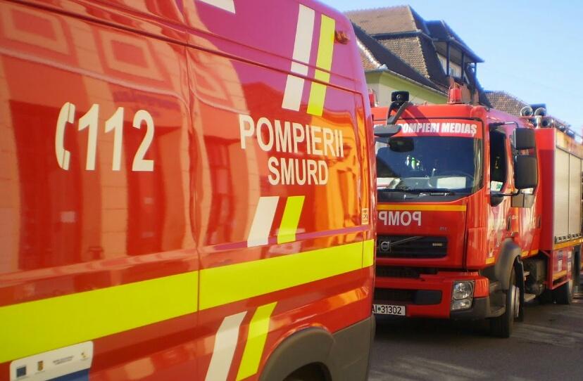INCENDIU în Drobeta Turnu-Severin. 80 de persoane, evacuate dintr-un bloc
