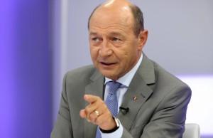 Traian Basescu amenința cu dezvaluiri
