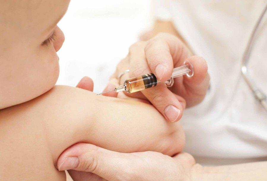 Ministerul Sănătății cere populației să se vaccineze, în timp ce medicii de familie cer cu insistență vaccinuri. Vinovații de serviciu
