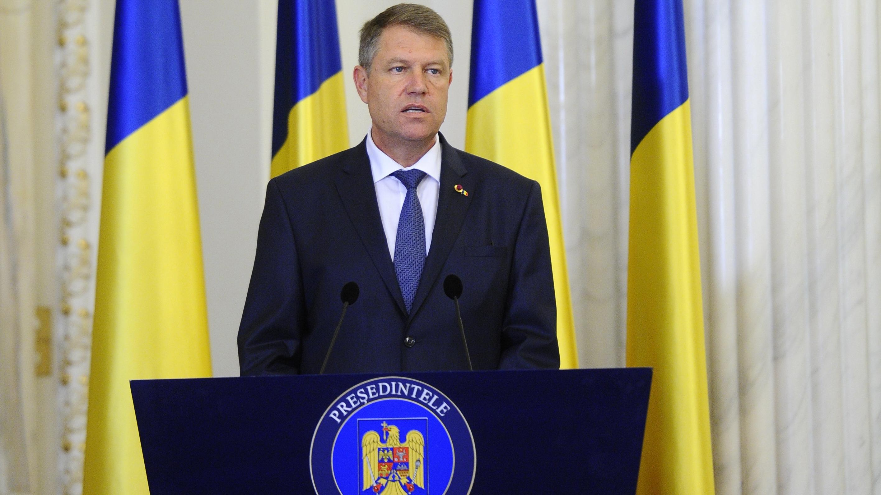 Președintele Iohannis cere reexaminarea legii de modificare a Statutului funcţionarilor publici